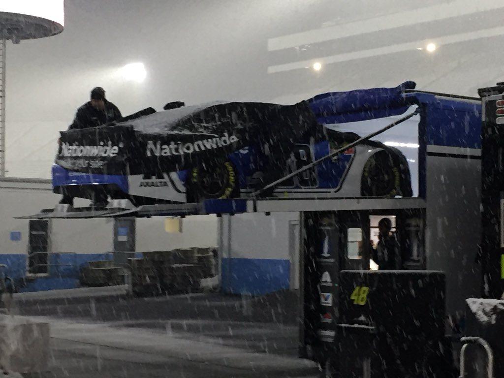 Пять случаев, когда погода вмешивалась в итоги гонок НАСКАР