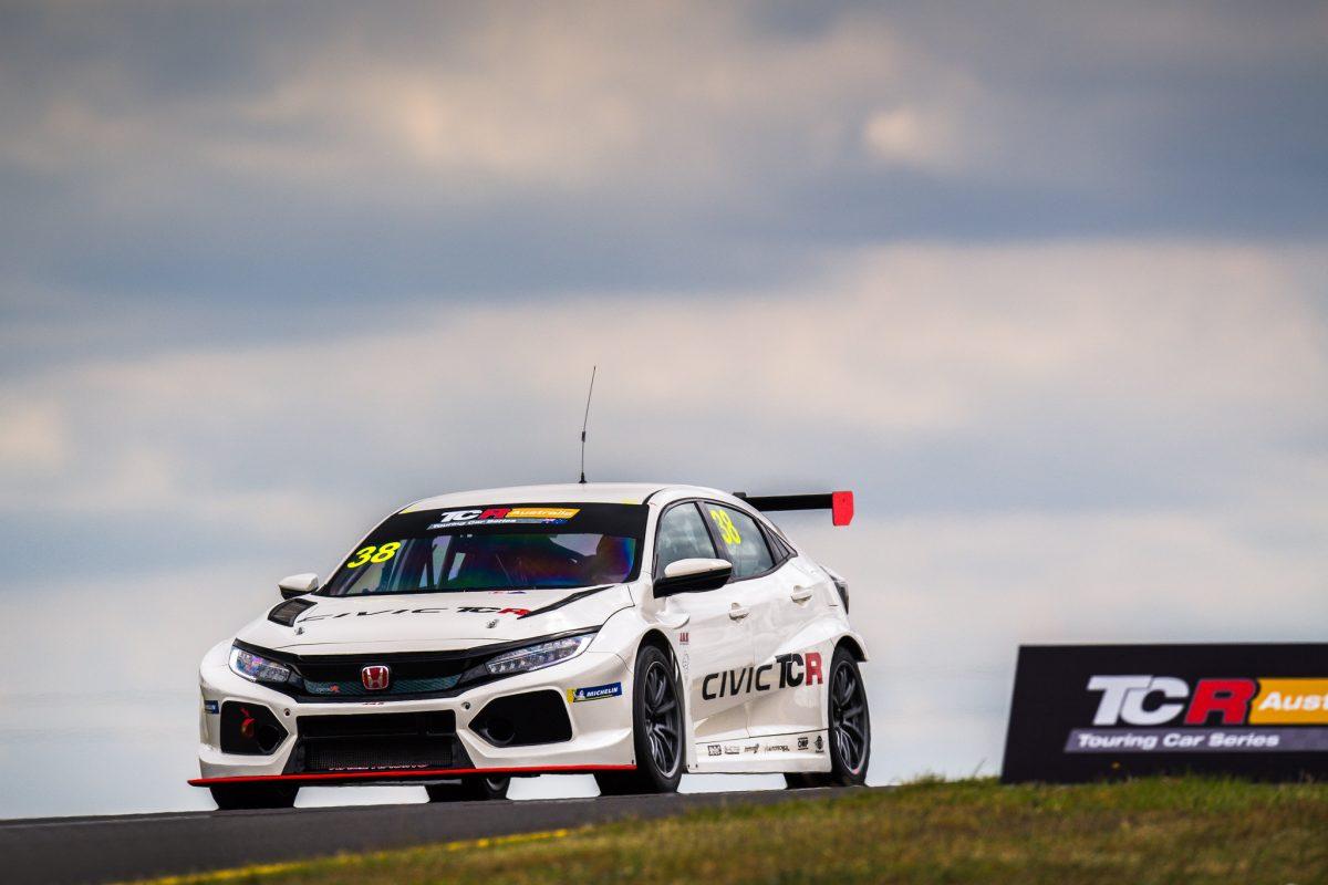 «Уолл Рэйсинг» представила гонщиков в австралийском ТКР