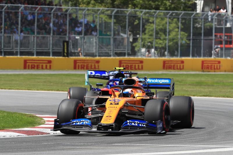 Сайнс потеряет три места на старте Гран-при Канады