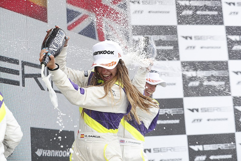 Марта Гарсия одержала первую победу в «женской формуле»
