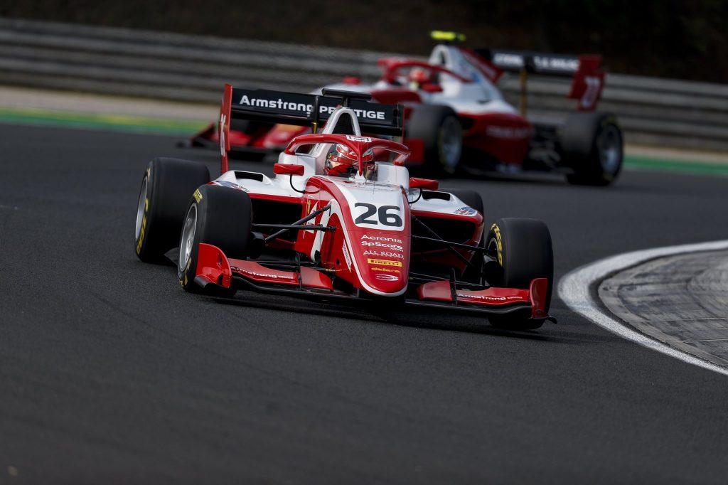Армстронг одержал первую победу в Ф3, Шварцман впервые сошёл
