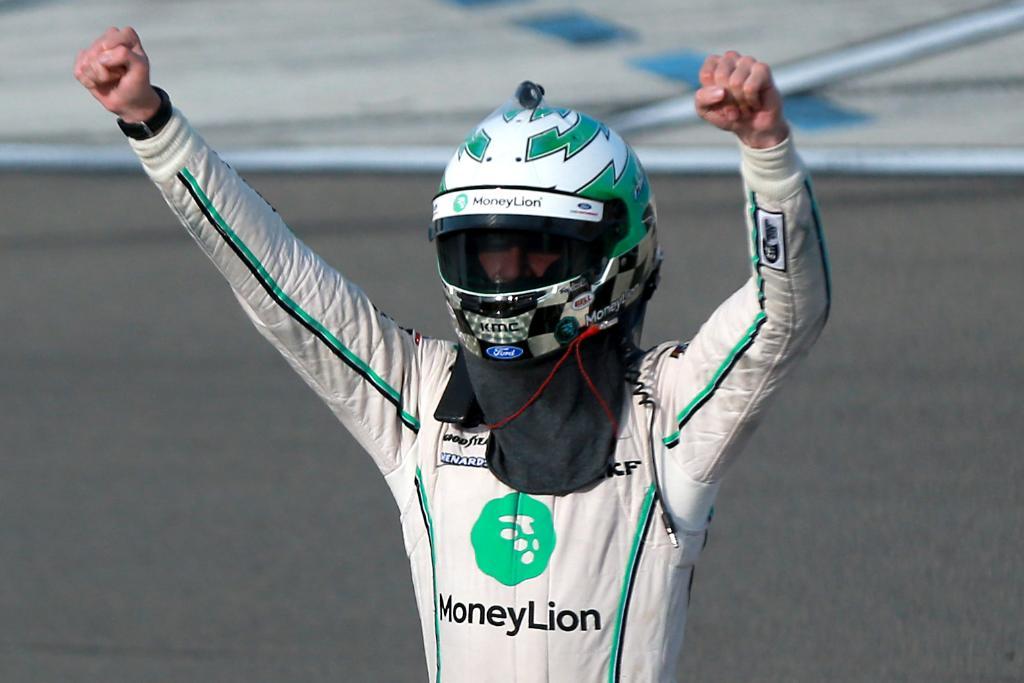 Остин Синдрик выиграл первую гонку в дивизионе «Иксфинити»