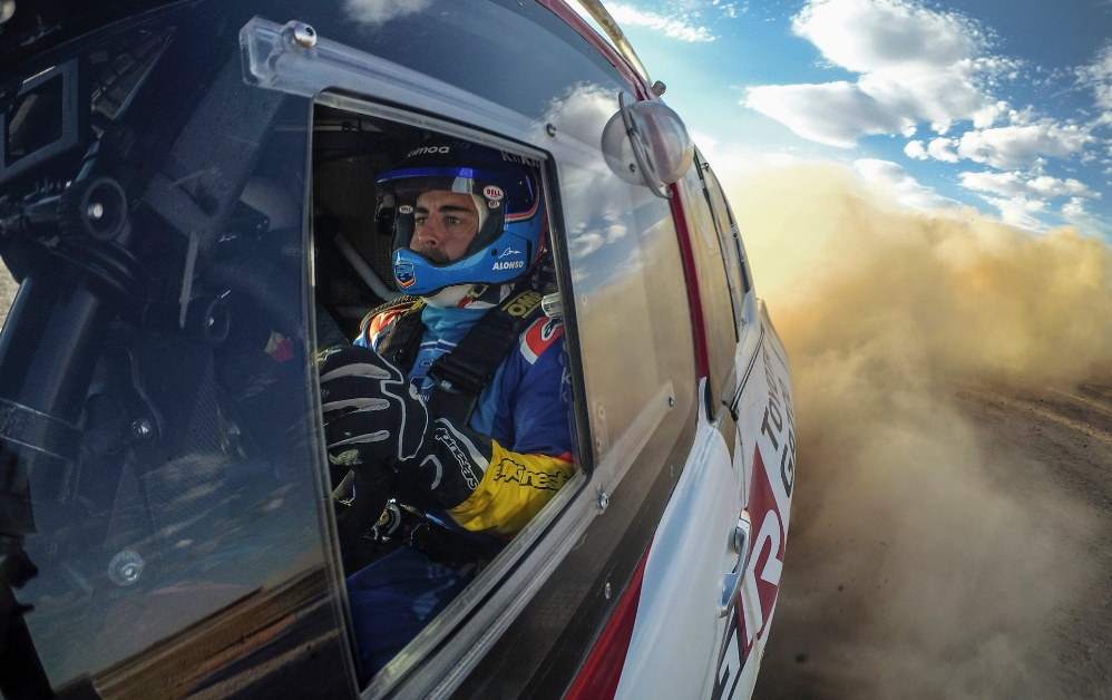 Алонсо примет участие в тестах «Тойоты» для «Дакара», его штурманом на марафоне может стать Марк Кома