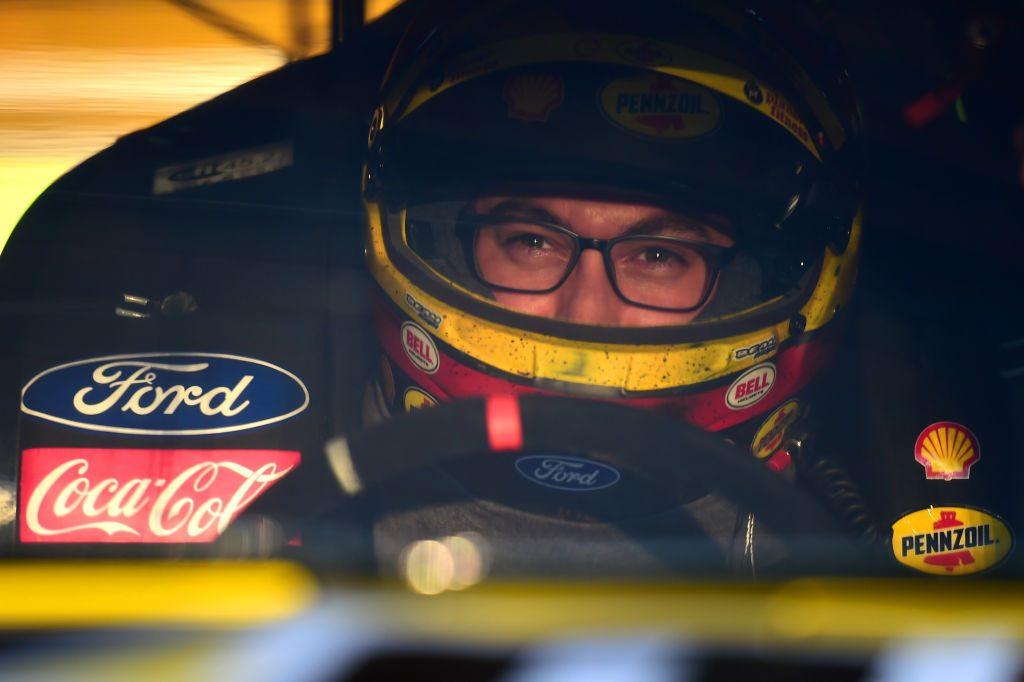Почему Джоуи Логано начал носить очки во время гонок