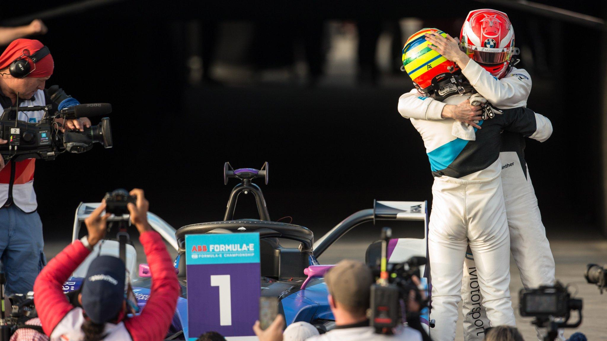 Симс одержал первую победу в «Формуле-Е», стюарды лишили БМВ дубля
