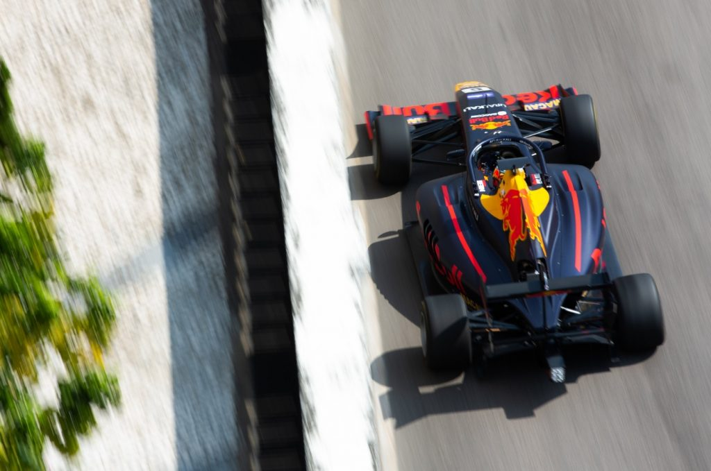Випс завоевал поул Гран-при Макао, Шварцман стартует вторым
