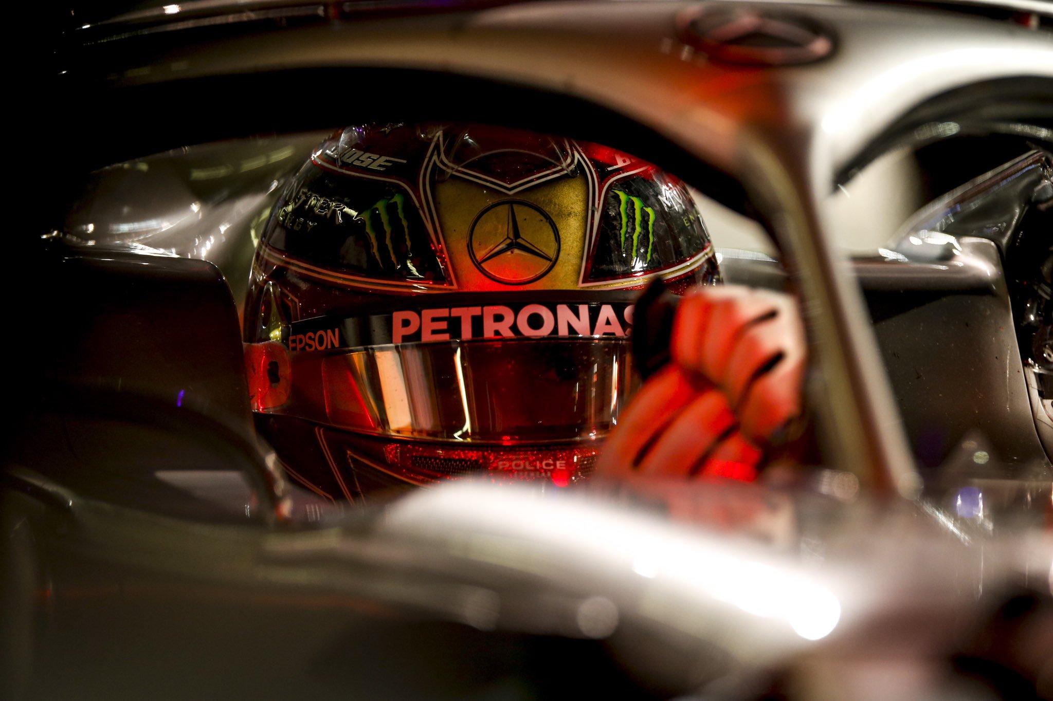 Льюис Хэмилтон выиграл поул перед Гран-при Абу-Даби 2019 года с рекордом круга, Квят — 14-й