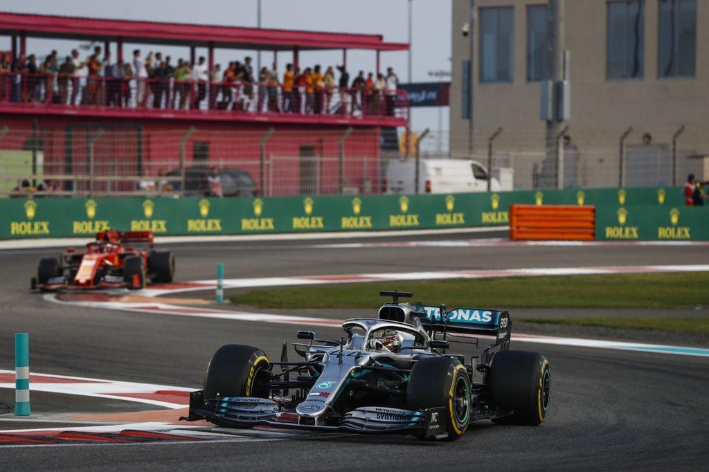 Льюис Хэмилтон выиграл Гран-при Абу-Даби 2019 года, Квят — девятый