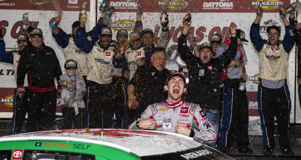 Майкл Селф одержал победу в первой гонке сезона серии АРКА