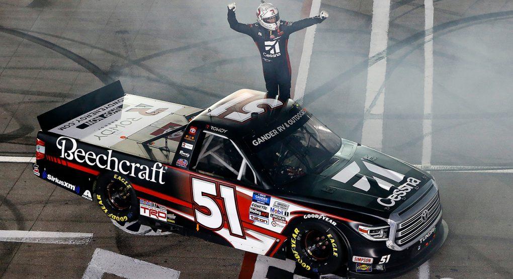 Кайл Буш победил в гонке дивизиона пикапов в Лас-Вегасе