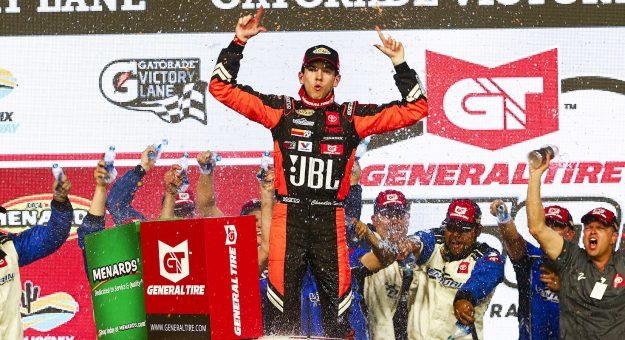Чендлер Смит одержал победу на этапе серии АРКА в Финиксе