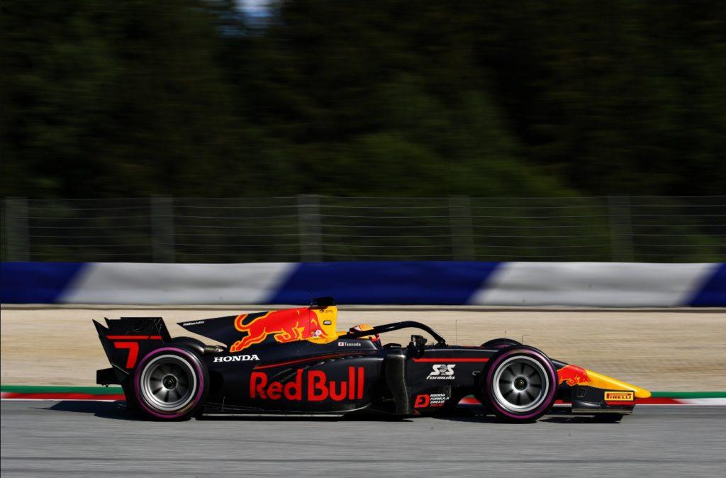 Цунода сенсационно взял поул на этапе Ф2 в Австрии, Шварцман шестой