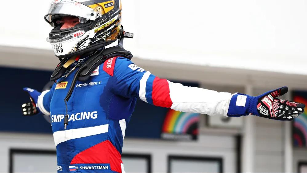 Шварцман выиграл третью гонку в сезоне Ф2 и возглавил личный зачёт!