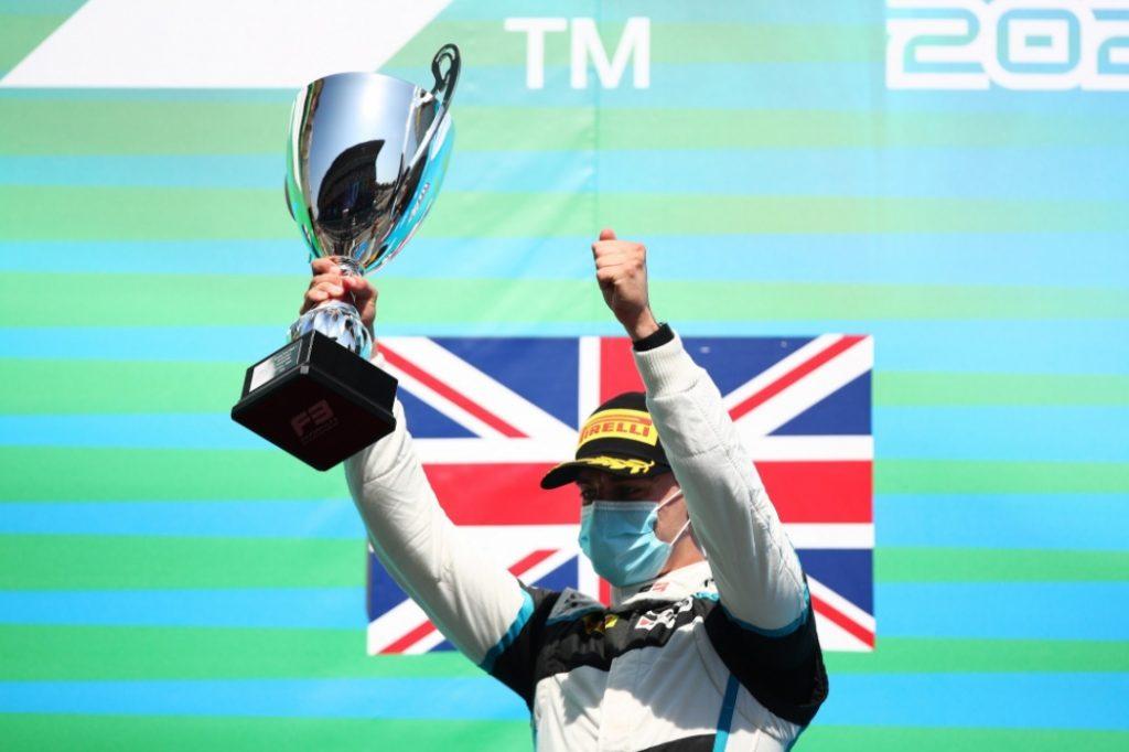 Хьюз стал победителем первой гонки Ф3 в Барселоне, Смоляр 11-й