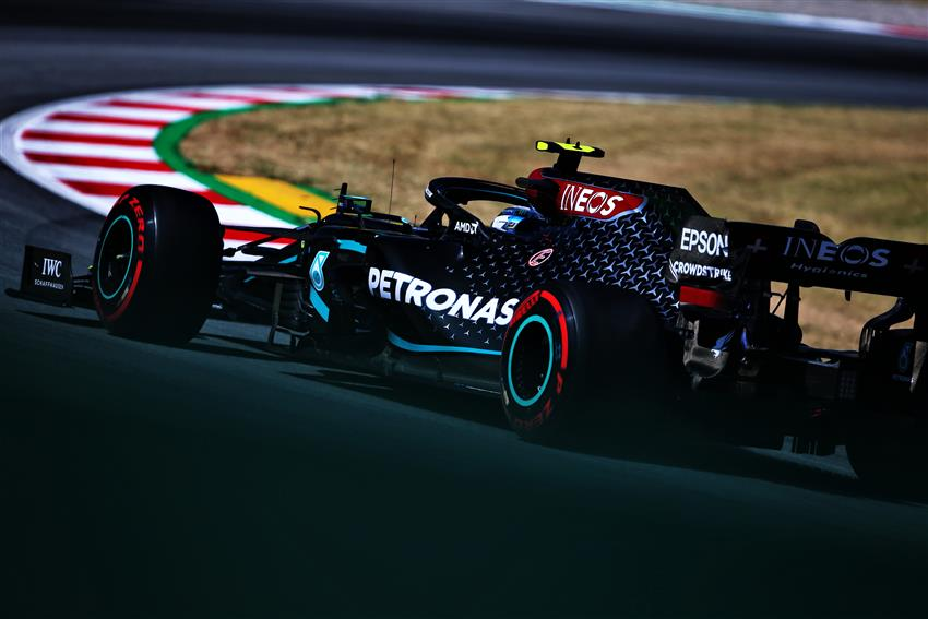 """Льюис Хэмилтон стал быстрейшим по итогам пятничных тренировок шестого этапа """"Формулы-1"""""""
