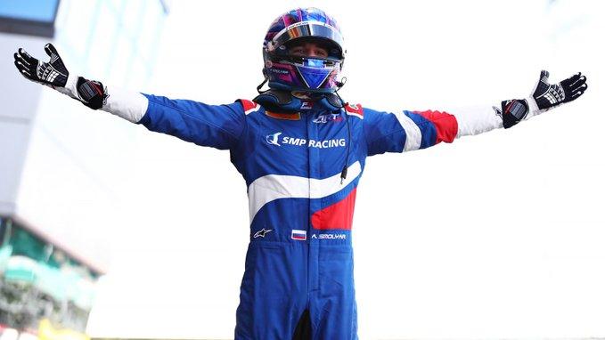Судьи отобрали у Смоляра победу во второй гонке Ф3 в Великобритании, оштрафовав на 5 секунд