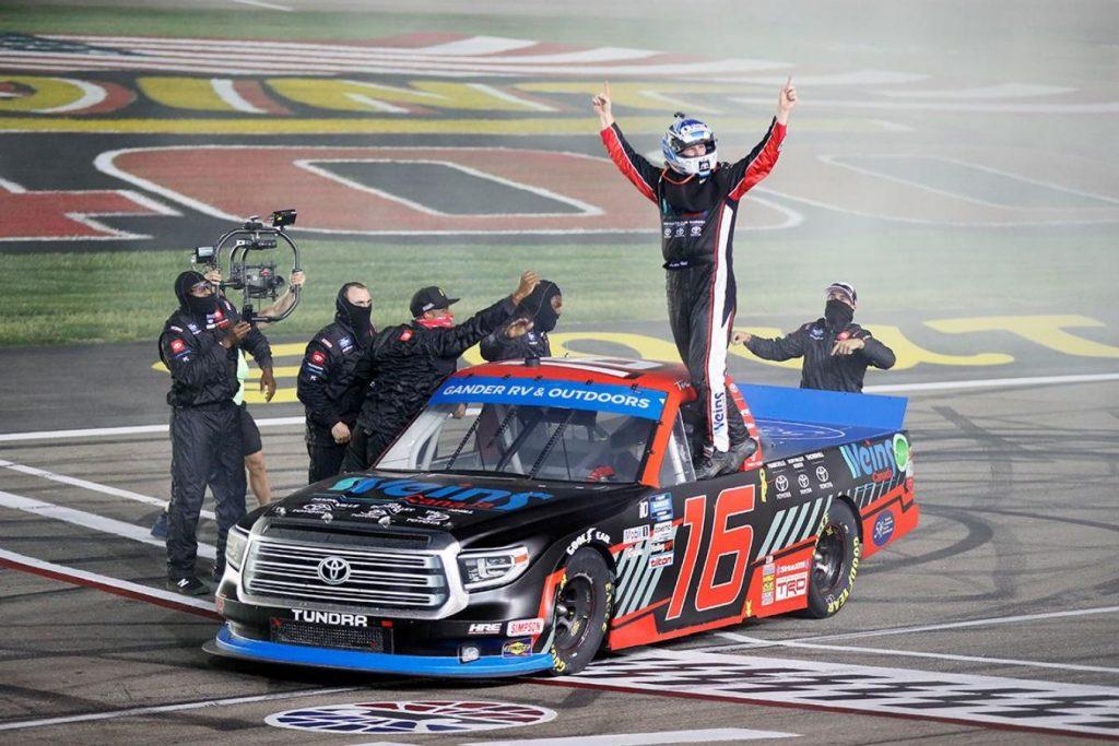 Остин  Хилл победил в гонке дивизиона пикапов в Лас-Вегасе