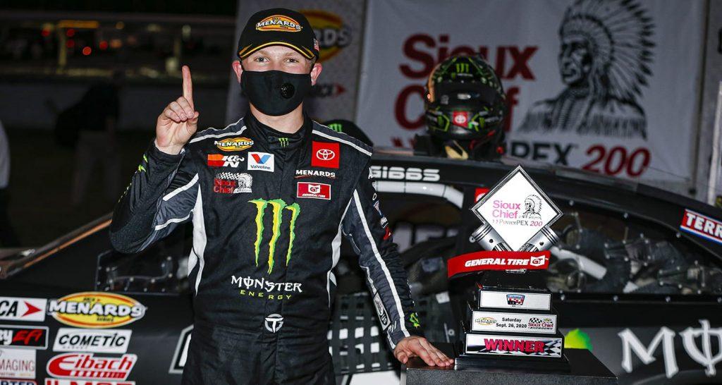 Тай Гиббс победил в гонке серии АРКА, Сэм Майер выиграл титул чемпиона шорт-треков