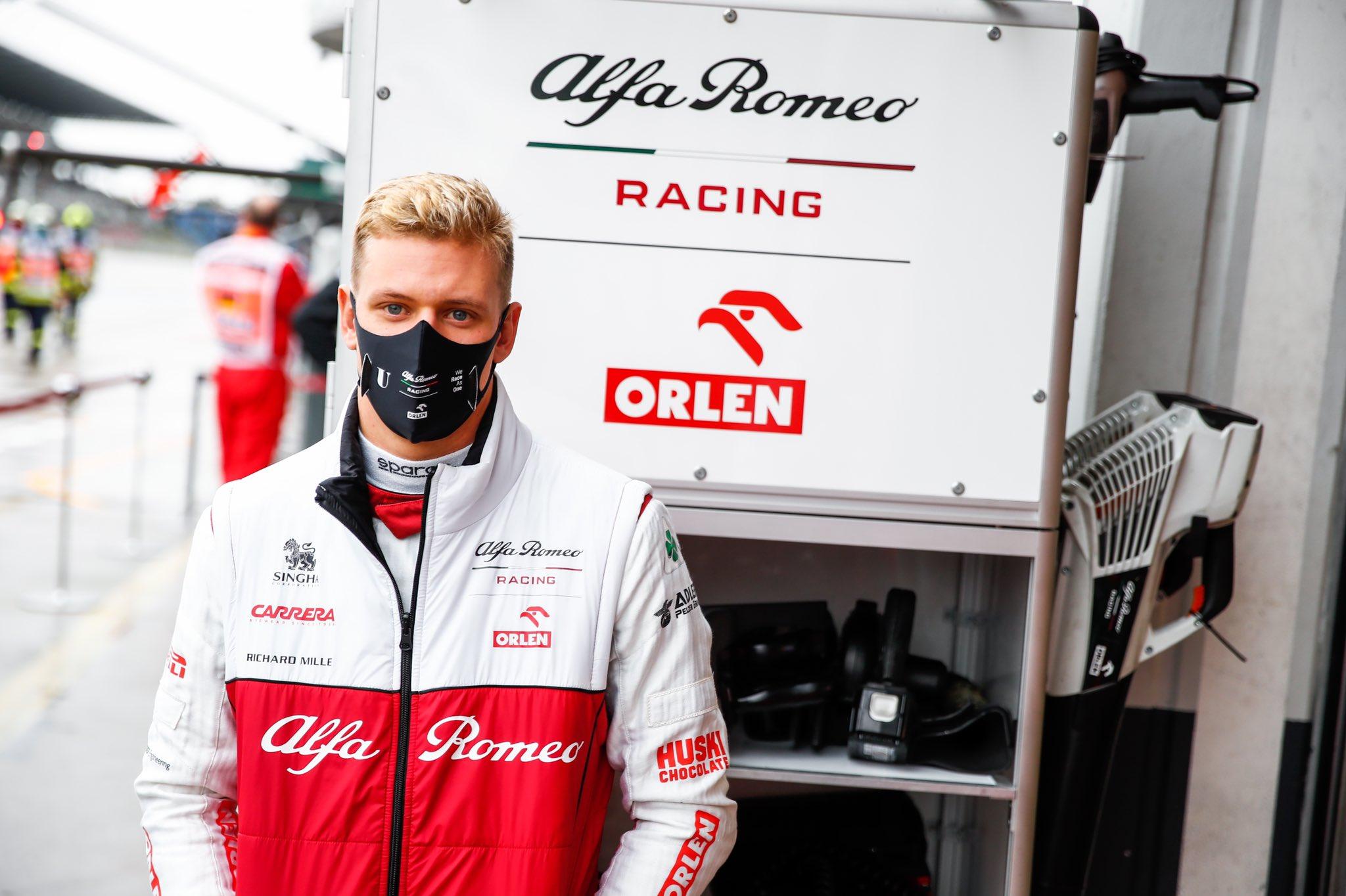 """Погода сорвала дебют Мика Шумахера и Каллума Айлотта в """"Формуле-1"""""""