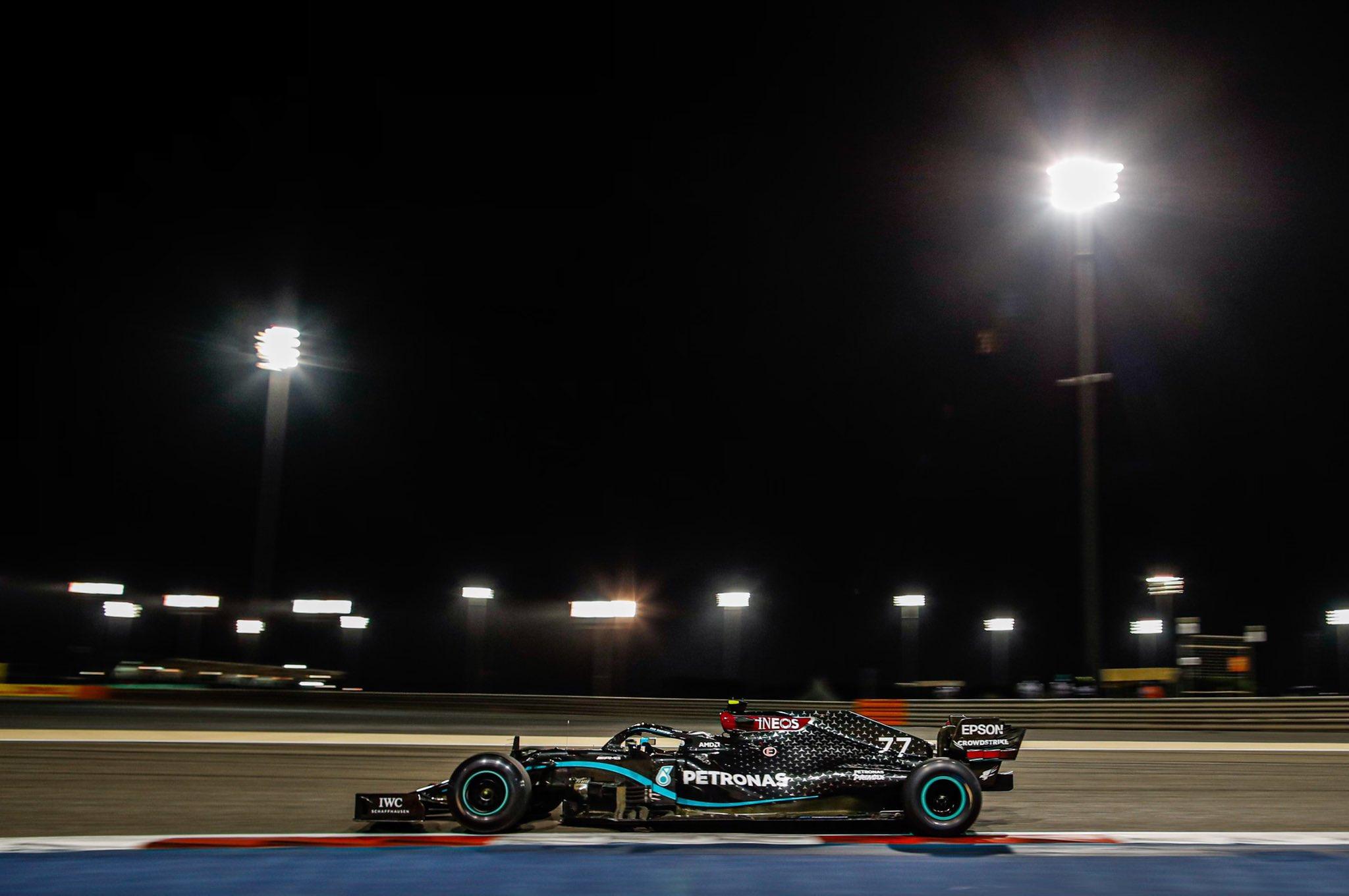"""""""Мерседес"""" взяли первый ряд Гран-при Бахрейна с рекордом трассы"""