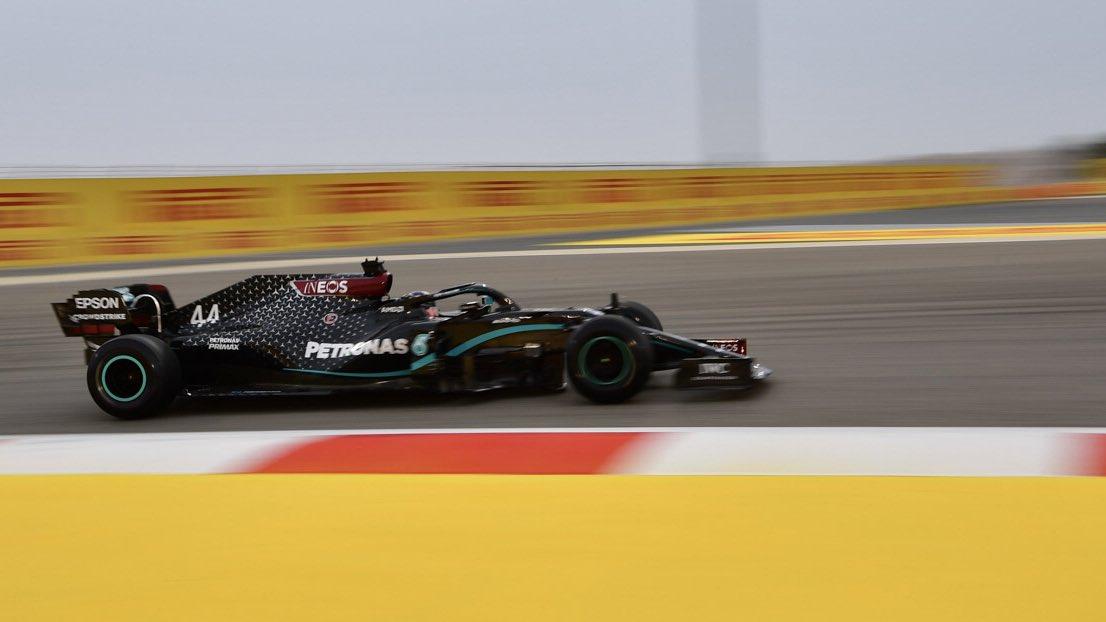 Хэмилтон лучший в первой тренировке в Бахрейне, Кубица 13-й