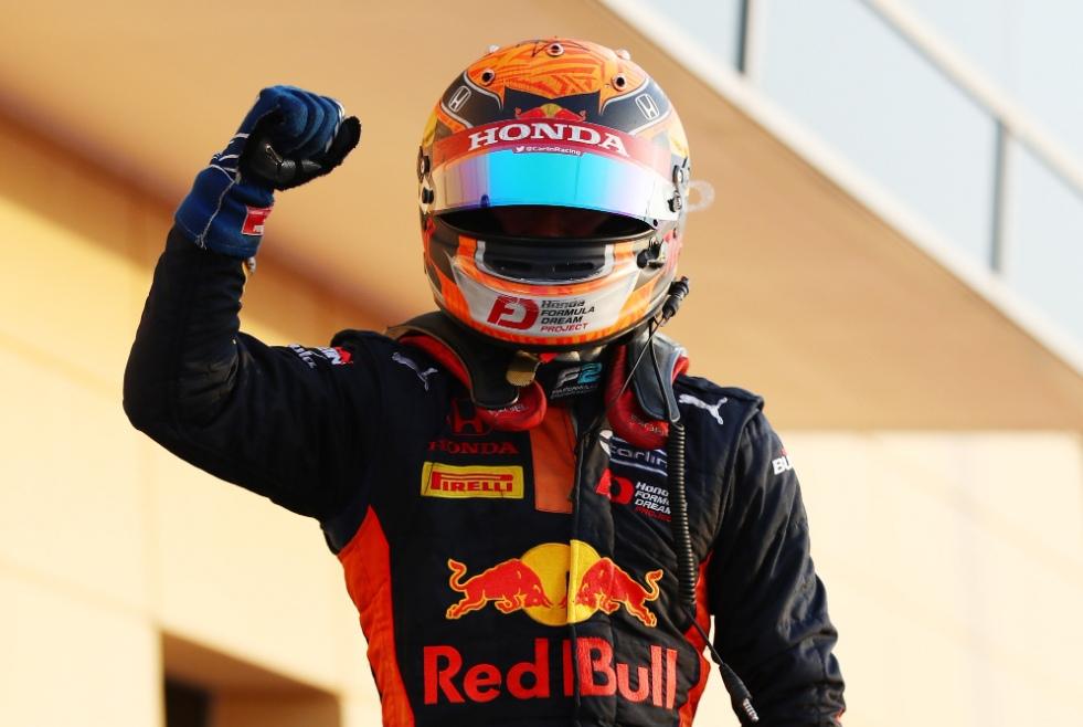 Цунода выиграл первую гонку Ф2 в Сахире, обеспечив себе суперлицензию, Мазепин третий