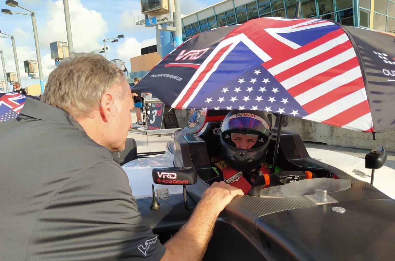 Кристодулу, Джонсон и Кларк выиграли гонки первого этапа флоридской серии гонок Ф4